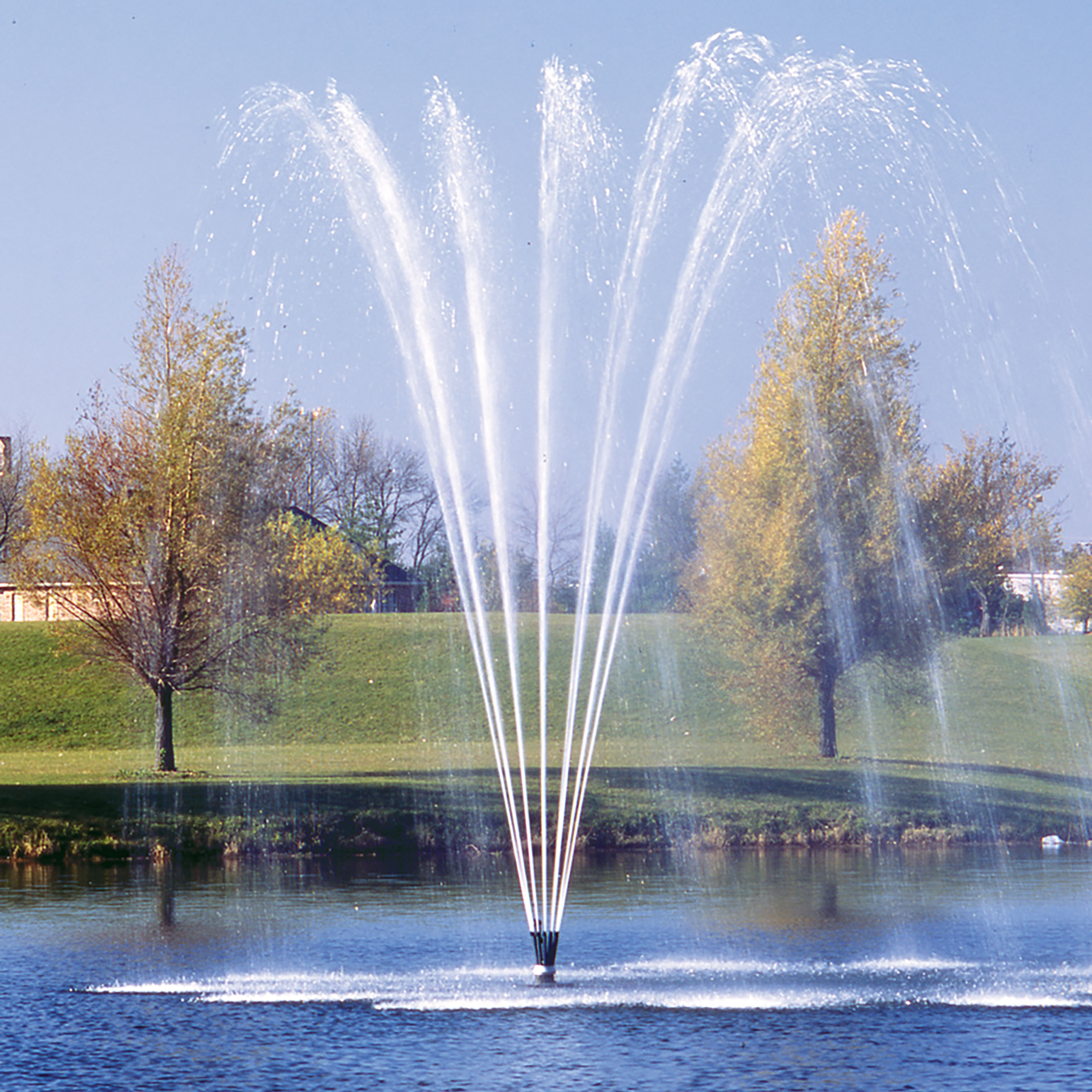 Titan™ Series: 7.5 HP - 40 HP Fountains